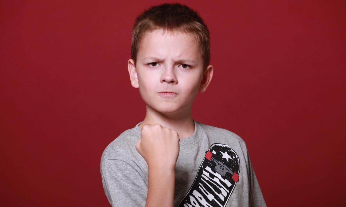 гняв агресия момче ученик тийнейджър