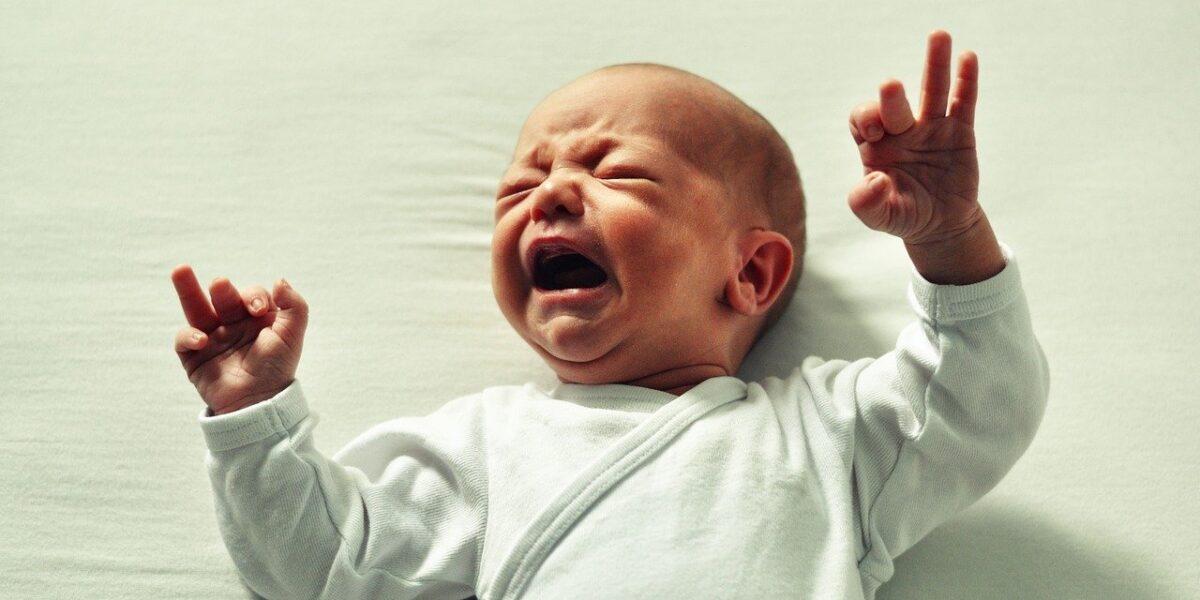 плач на бебе бебешки плач причини